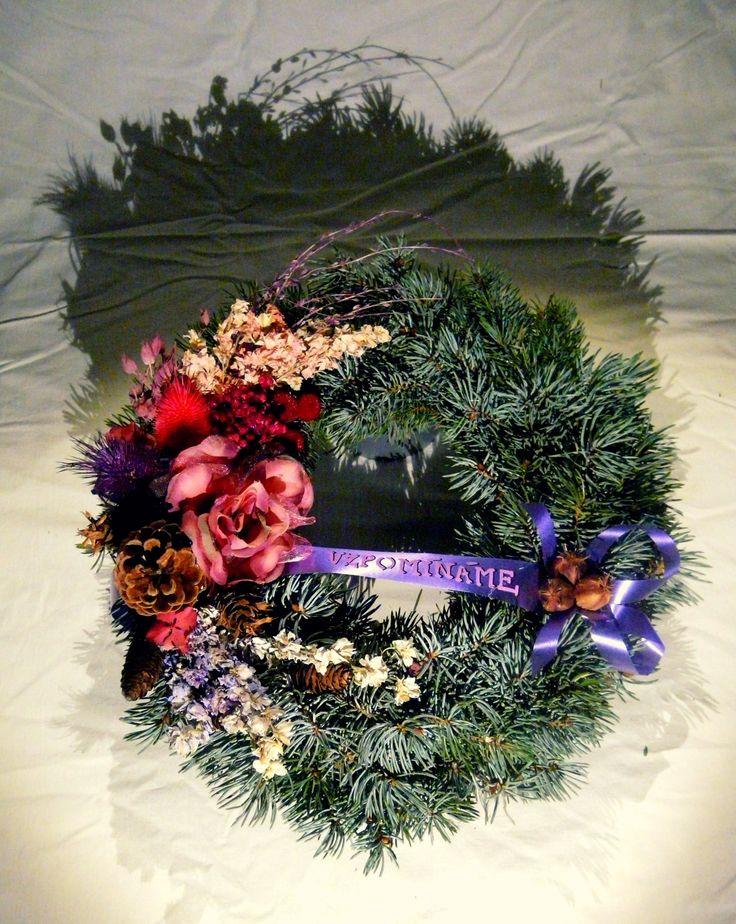 Věneček ze stříbrného smrku | Wreath made of silver spruce