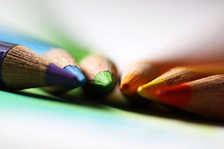 La Revolución Erótica es la revolución de los colores.  La Revolución Erótica es una revolución poética y estética de mil colores. Seamos artistas de nuestra propia vida. Pintemos nuestra revolución erótica de colores. En La Vida de colores se expresa el Eros. Yo tengo mis colores, qué colores tienes tu para que pintemos?