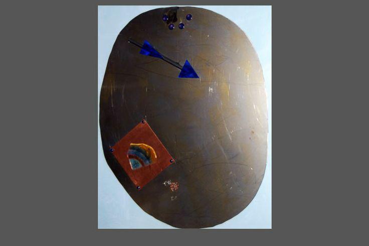 L'Emisfero e le sue Imperfezioni - lastra in acciaio spazzolato con elementi diversi.