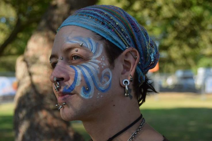 #flameboyantentertainment #thaifestival #portsmouth #southsea 2015 #humanblockhead #motion #inandout #hammer #nail #freak #freakshow #performer #entertainer #pose #facepaint #piercings #tattoos #ink #colorful #guyswithtattoos #blue  #sunshine