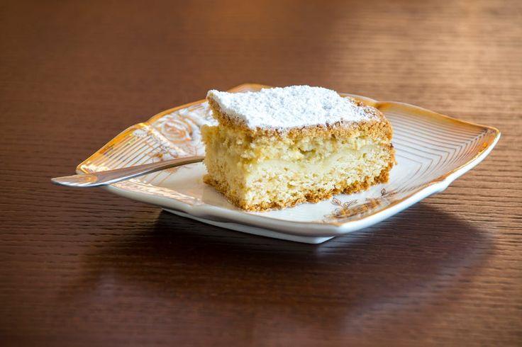 Gezonde cake! Liefde gaat door de maag toch? Maar er goed uitzien vinden wij minstens zo belangrijk! Daarom een eigen recept voor een heerlijke gezondere cake!  Ingrediënten: 200gr zelfrijzend bakmeel (eventueel glutenvrij) 100gr kokosolie  80 ml magere melk 1 theelepel vanille extract 125 agavesiroop/honing 2 eieren snufje zout snufje kaneel paar druppels citroensap