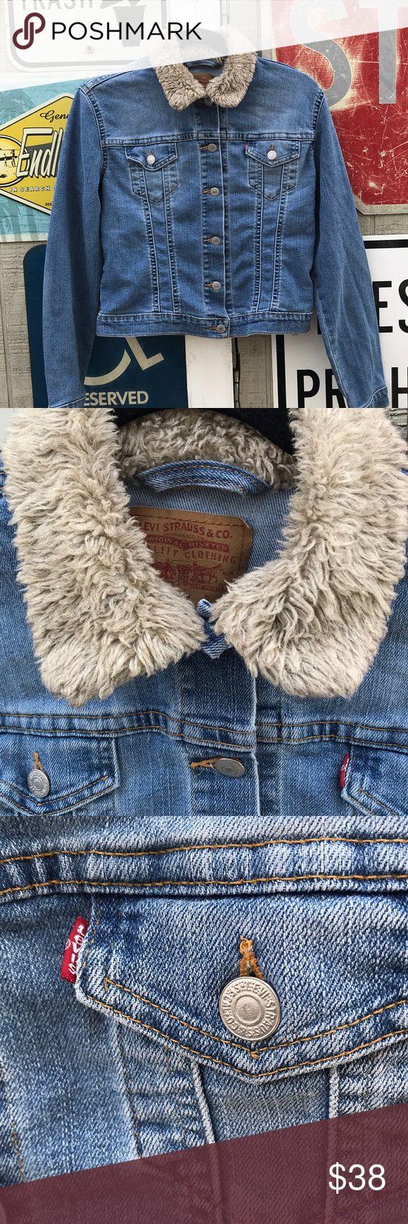 Vintage Levi's faux fur collar jacket Authentic vintage Levi's light blue denim blend jacket. Women's Medium- fits like a small. Light Beige faux fur collar/ signature Levi's 6 button front. Pre-loved/vintage with no flaws. Message me for measurements! Levi's Jackets & Coats Jean Jackets