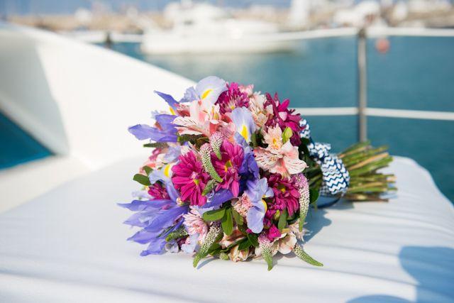 Boquet precioso de Paola para su matrimonio civil en el mar Foto: Ernesto Lazo  http://www.velodevainilla.com/2016/01/19/paola-fernando-matrimonio-civil-en-el-mar/