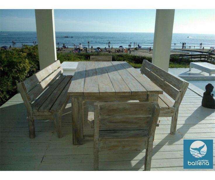 Pancas, sillas y mesa para exterior.