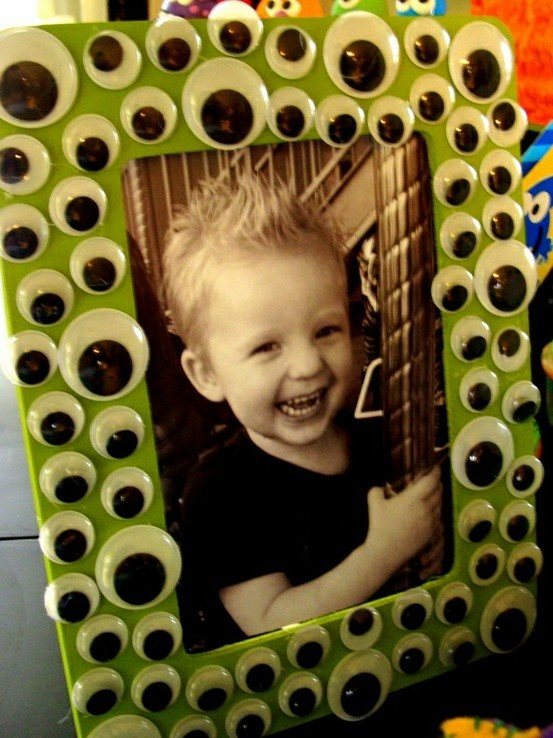 Monster party favor, goggly eyes on a dollar store frame!