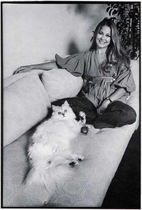 A very 70s Jane Pauley and her big hairball!