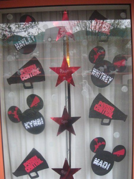 1000 Ideas About Disney Window Decoration On Pinterest