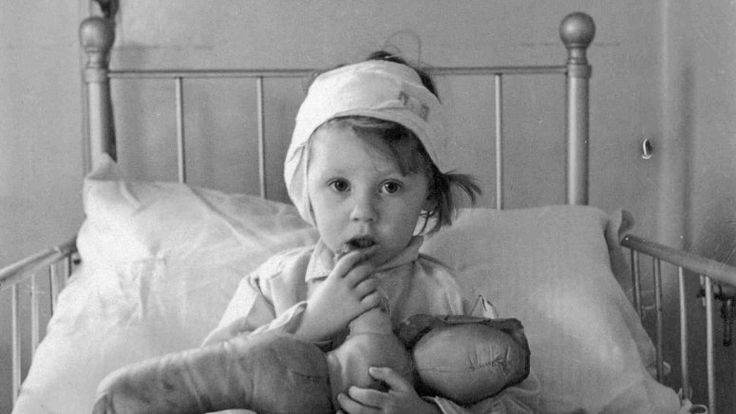 Eileen Dunne in The Hospital for Sick Children, 1940  by Cecil Beaton