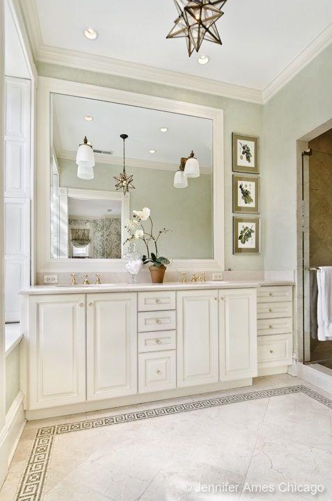 White elegant bathroom | 626 West Fullerton Parkway, Chicago, IL