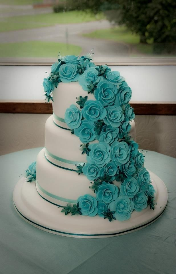 Round Wedding Cakes - Teal rose wedding cake