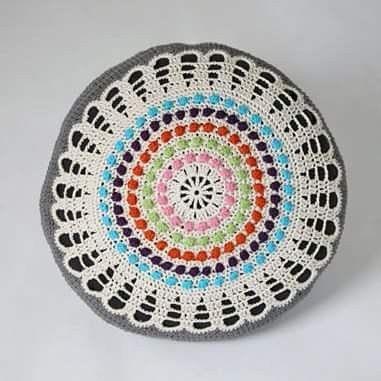 Crocheted pillow in cotton. Virkad kudde i bomullsgarn. #crochetdesign #studiomagenta #veronicafransson #crochetofinstagram #pillow #kudde#virkad