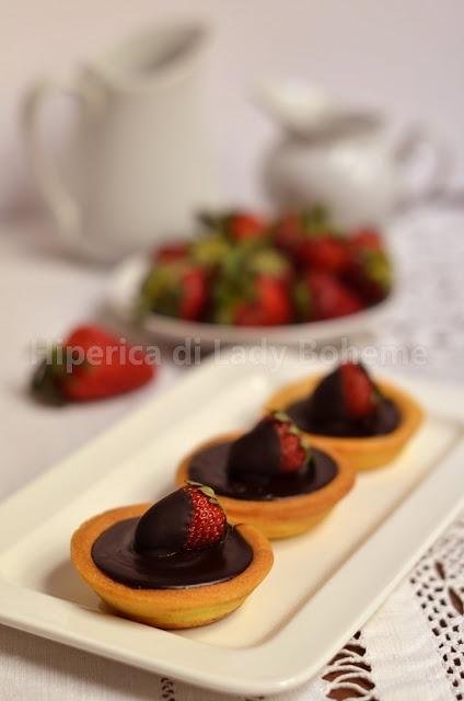 Italian Food - Crostatine al cioccolato e fragole