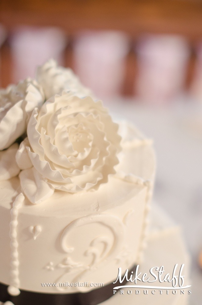 #wedding cake #wedding cake topper #tiered cake #Michigan wedding #Mike Staff Productions #wedding details #wedding photography http://www.mikestaff.com/services/photography #white #flowers