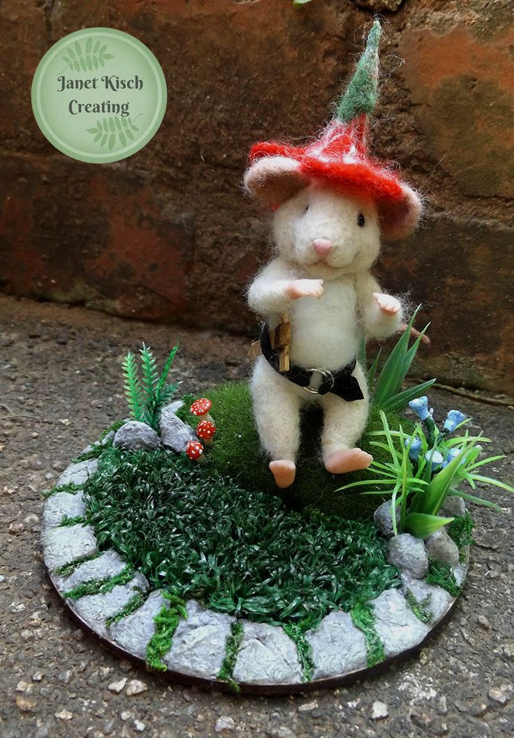 needle felted mouse. A brave knight with his wooden sword https://www.facebook.com/janetkischcreating/