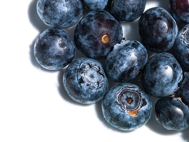 Blueberries on a white plate. Juicy. #fruit #food #foodie #blueberry