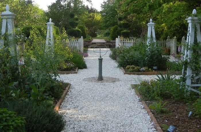 Oyster shell garden path gardenista outdoor living for Crushed oyster shells for landscaping