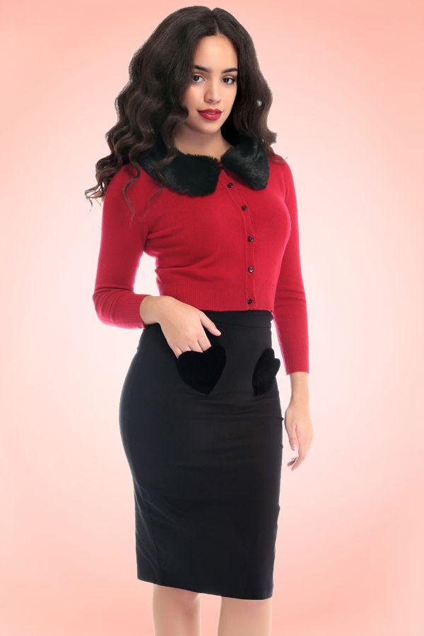 Jupe crayon taille haute vintage noire Violetta Velvet Heart + cardigan Pietra rouge boutons coeur et col détachable en fausse fourrure - marque Collectif Clothing ♥ MissRetroChic.com boutique glamour et rétro
