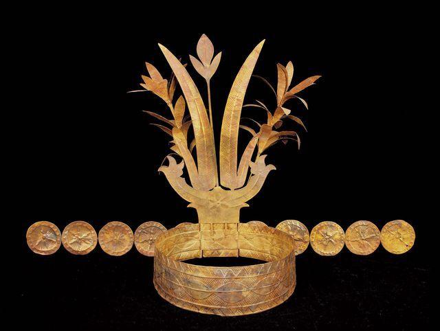 Verfijnde Indonesische hofkunst: een gouden kroon uit Nias.