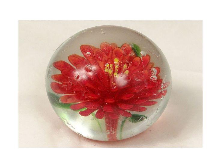 Sulfure presse-papier cristal fleur rouge pistil jaune antique french XXème - Antiquités du golfe