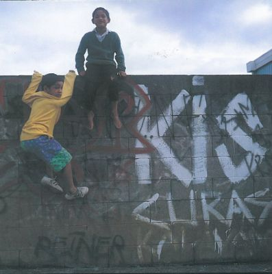 Greg Semu. Graffiti, bricks and climbing kids. Otara, Auckland, 1993.