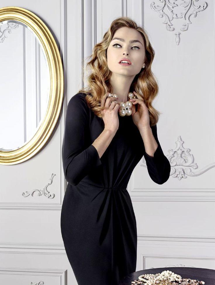 Robe noir et collier de perles, glamour à souhait Weill , Collection