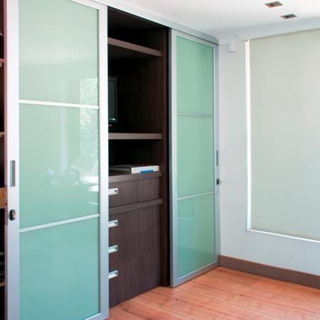 perfil de aluminio anodizado color mate que permite armar puertas con corte en