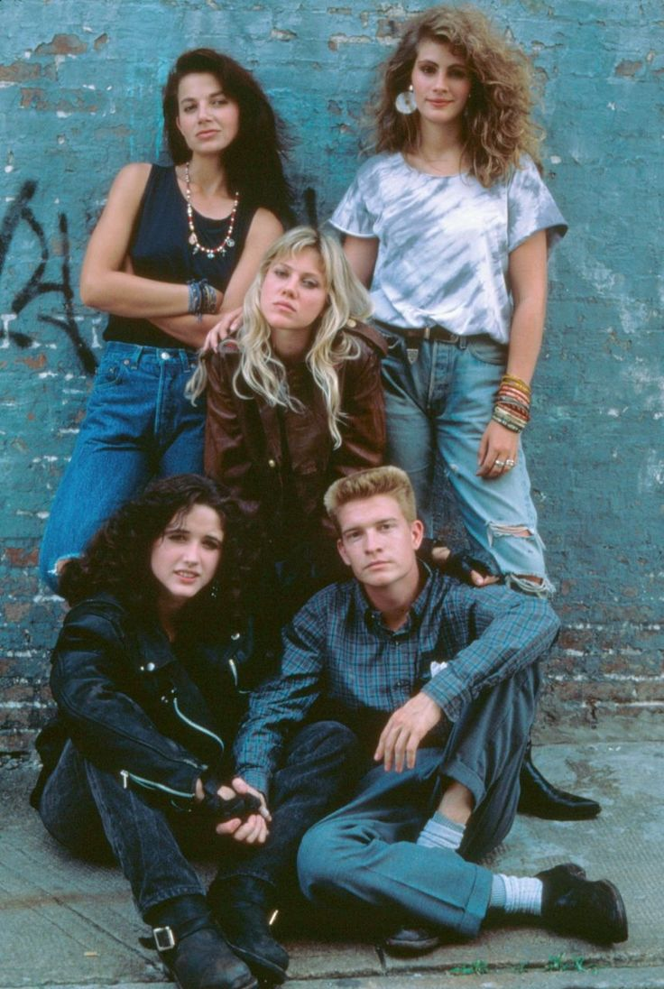 "fuckyeah1980s: Julia Roberts, Justine Bateman and the cast of ""Satisfaction"""