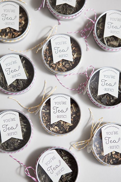 Tea tin wedding favours: