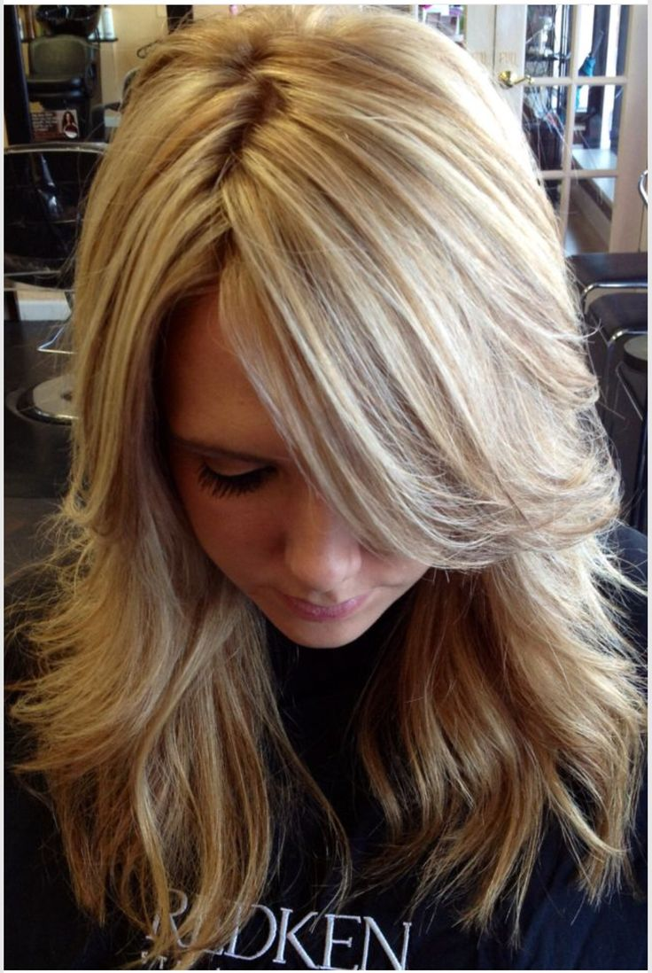 A TON of highlights, with paper thin lowlights that blend so perfectly. Ash/beige blonde.