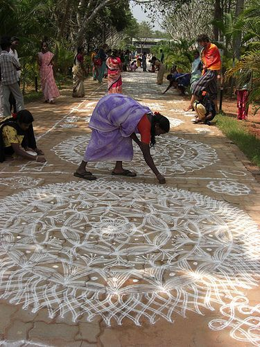 """The kolam, or """"rangoli"""" is a traditional mandala, a geometric pattern, that women design in front of their houses during festivities. In Tamil culture is a strong form of expression by the women, who express their feelings in this secret way."""