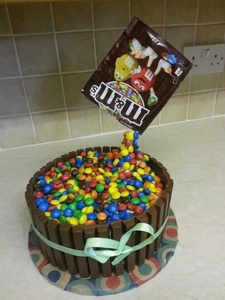 gravity defying cakes | Pinned by Eve Naz