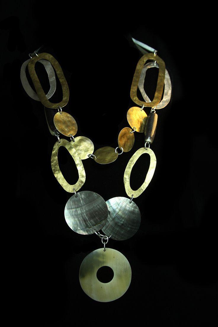 Collar de plata 950, con bronce, nacar y cacho de buey. www.victorialonso.com