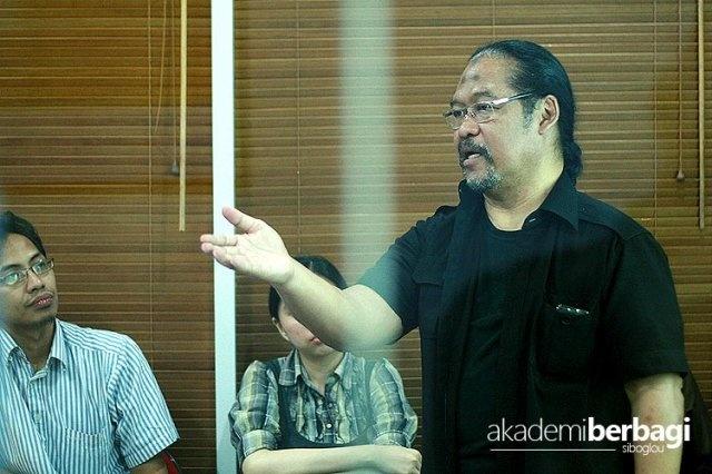 Guru Subiakto at Akber Jakarta