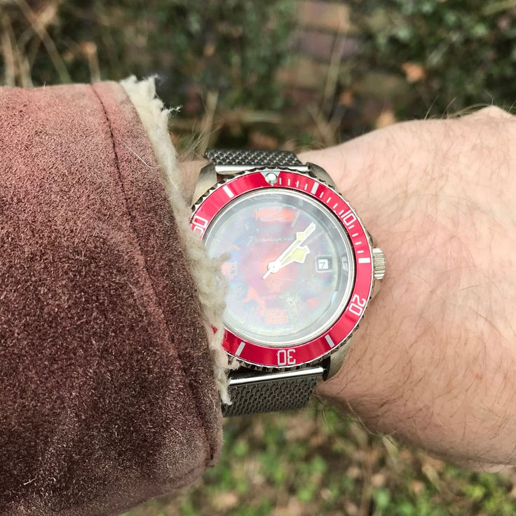 Big Red can do rustic... . . . . . #sheepskin #vintage #jacket #hand #sunday #afternoon #winter #autumn #hygge #watches #wristwatches #timepiece #watchaddict #thebritishwristologist #watchblog #dresswatch #classicwatches  #bigred #submarinerstyle #heritagehands #russiandial #automaticwatch #sovietdial #amphibiouswatch #datewatch
