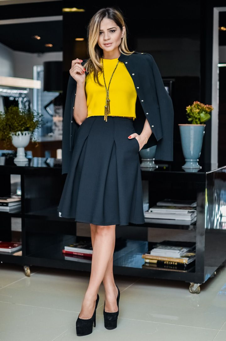Look Thássia Naves: Saia, top e casaco – Talie NK