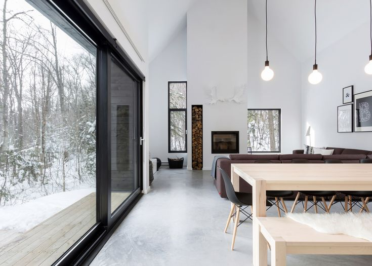 Cargo Architecture creates a holiday home in a Quebec forest