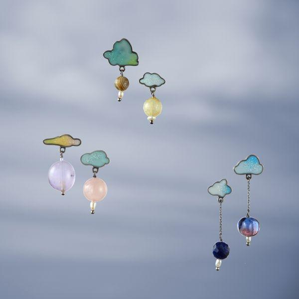 """Cloud"" earrings. Silver, mother of pearls, glass vintage pearls, resin"