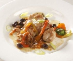 Кролик с оливками и перцем