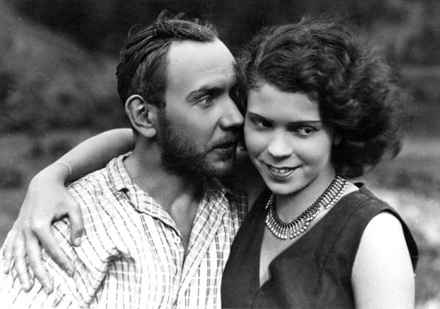 """Nora Ney i Włodzimierz Metelski w filmie """"Kobieta, która grzechu pragnie"""", 1929 (fot. Zbiory Filmoteki Narodowej)"""
