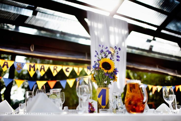 Zastanawiacie się jakie kwiaty wykorzystać do dekoracji sali weselnej? A planujecie ślub wiosną, latem lub jesienią? To może znane wszystkim od najmłodszych lat i pieknie wyglądające kwiaty ogrodowe? Zobaczcie dlaczego warto wybrać właśnie takie kwiaty.