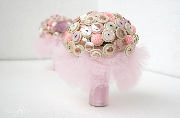 Itty bitty pink button bouquets for flower girls by Bukieteria (PL)