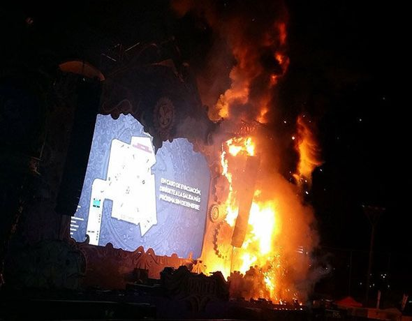 BREAKING: More than 22,000 evacuated after fire breaks out at Barcelona music festival - http://buzznews.co.uk/breaking-more-than-22000-evacuated-after-fire-breaks-out-at-barcelona-music-festival -