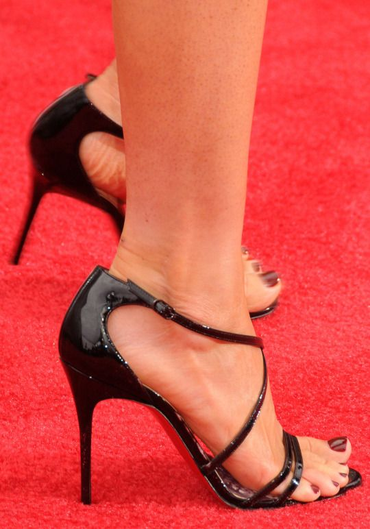she has sexy toes & heels!!