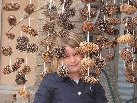 Pine cone mobile. Great craft for after nice fall walks around the park. Bring a basket!