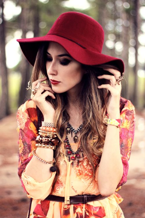 Love this burgundy hat and cool accessories