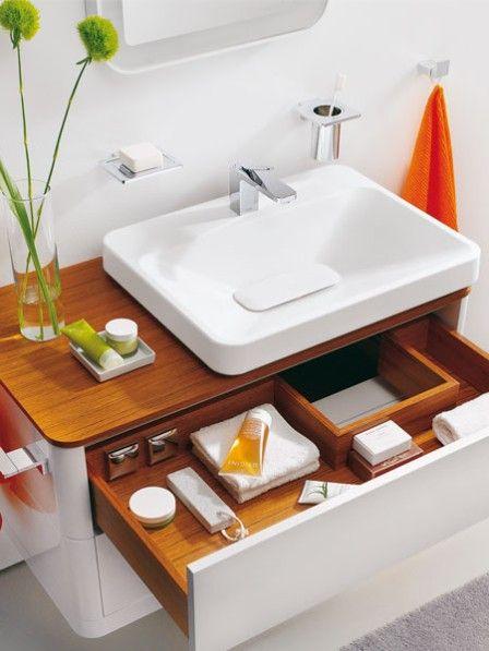Wie in allen anderen Wohnräumen möchte auch im Bad alles seinen eigenen Platz einnehmen, damit es schön ordentlich bleibt.