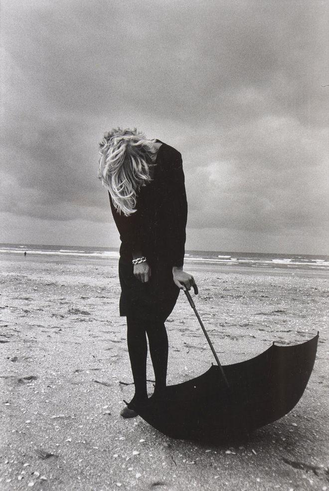 Photo: Peter LINDBERGH - Tatjana Patiz for the Comme des Garçons catalogue, 1987