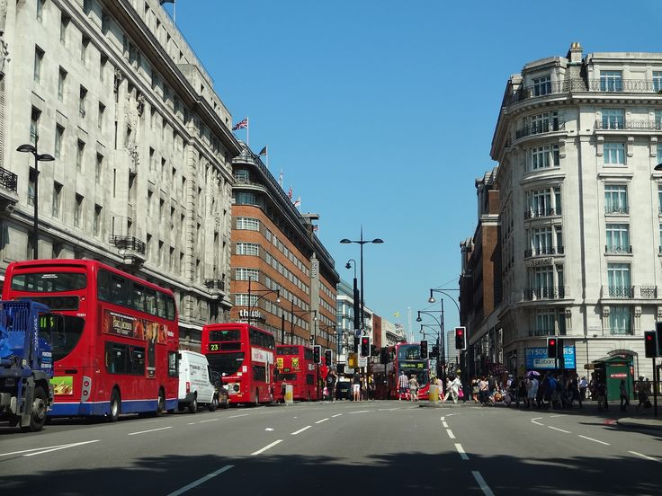 Things to see in London - Oxford Street. The entrance to Oxford Street from Marble Arch.