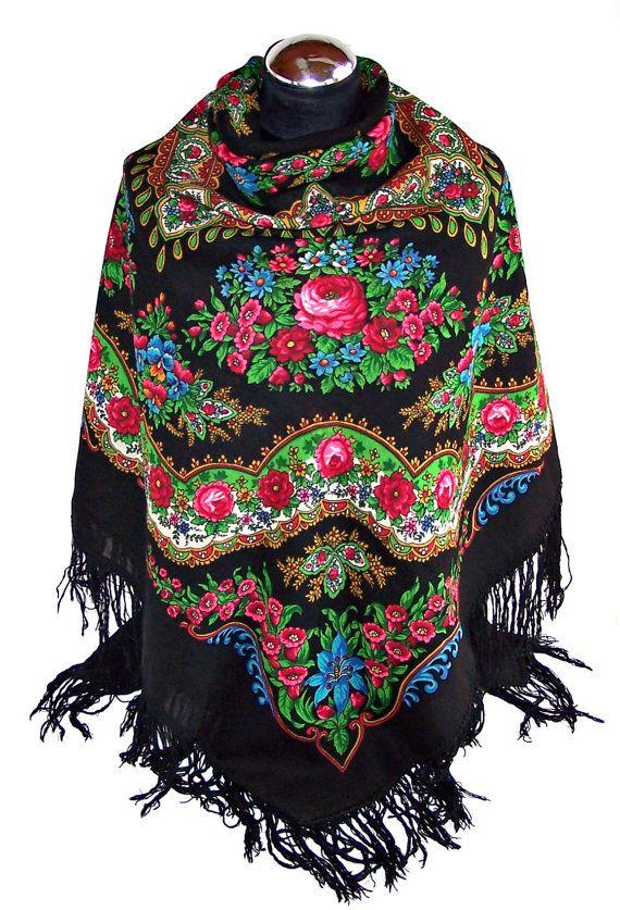 """Authentieke Russische Pavlovo Posad omslagdoek met franje. """"ARMBAND"""" door E.Regunova. Russische sjaal van wol. Boho sjaal. Zwarte sjaal met bloemen."""