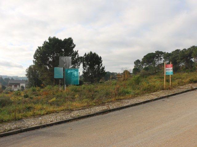 Lote de Terreno em zona central nos Parceiros, para construção de Moradia. Tem projecto aprovado. #lote #terreno #moradia #leiria #portugal #novilei #venda #imoveis #venda